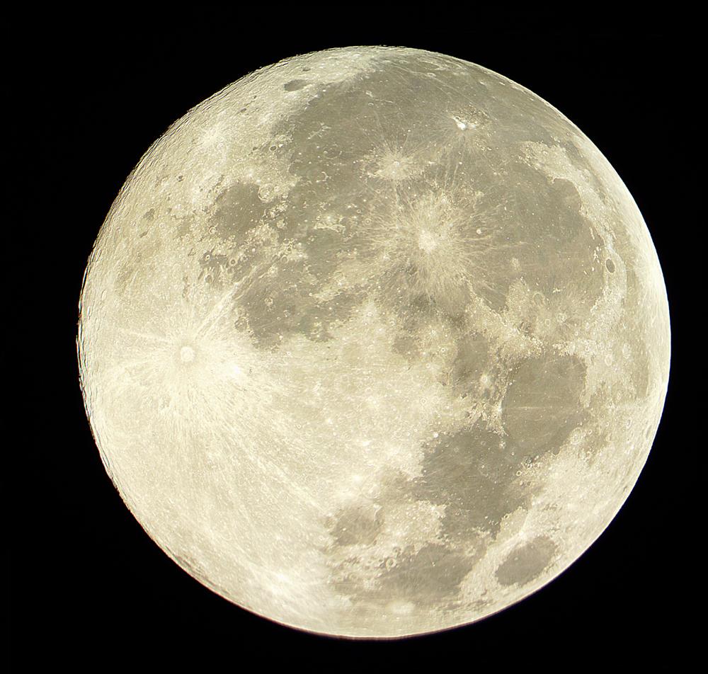 Изображение Луны, сделанное при помощи четырех AVI-файлов